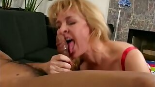 Horny mature hustler is aware be expeditious for her insatiable appetite and she loves sex a lot