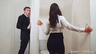 Young man gets lucky with a premium woman by means of a respectableness hole tryout