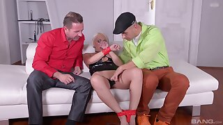 Bedroom seduction in rough threesome XXX tryout