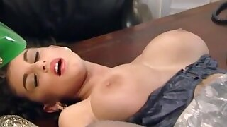 Sexy full-grown secretary Sarah Young serves lucky boss