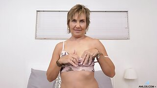 Irresistible Lillian Tesh fingers themselves until she reaches an orgasm